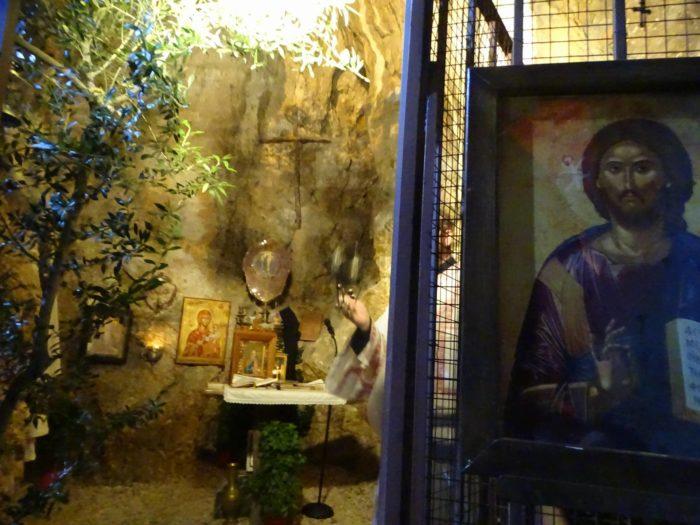 Λυκαβηττός: Κοσμοπλημμύρα στον Ιερό Σπήλαιο του Αγίου Αριστείδου του Αθηναίου