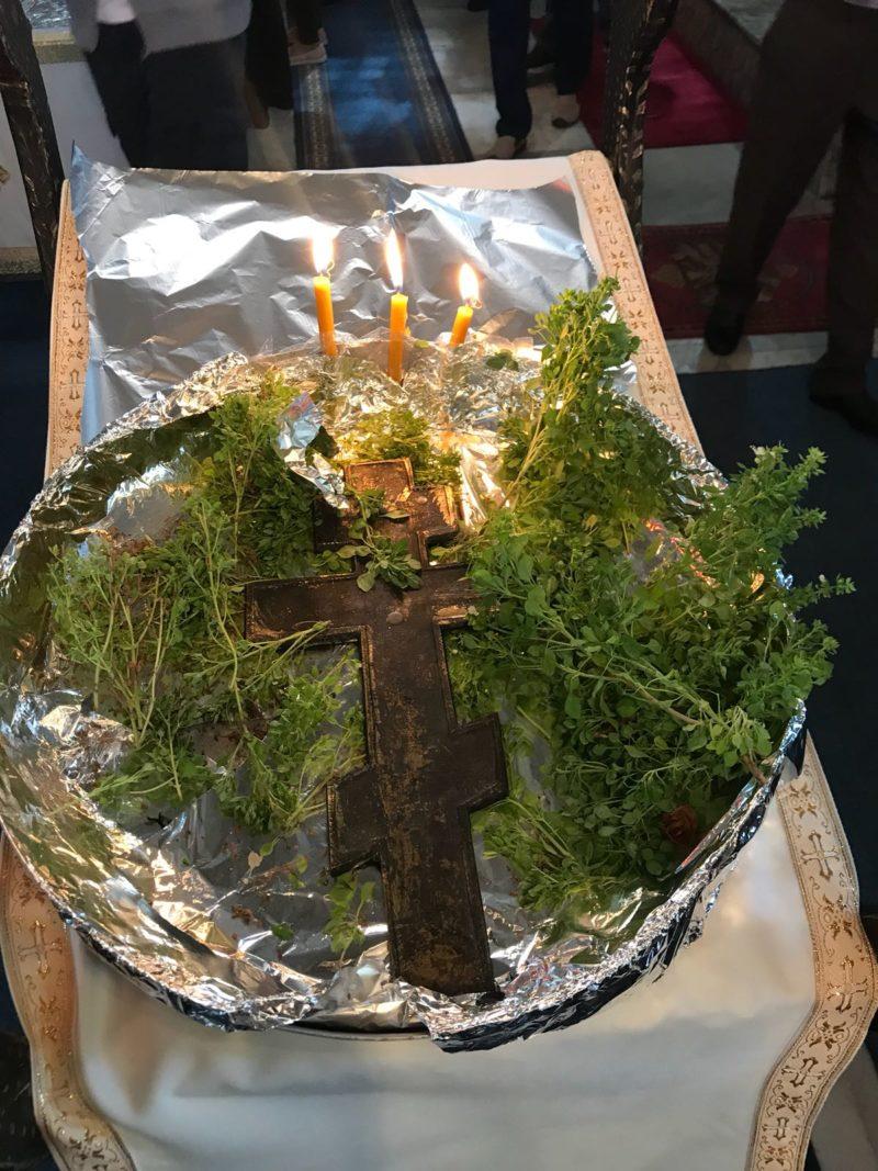 Η Ρωμαίικη Κοινότητα της Τενέδου γιόρτασε την Ύψωση του Τιμίου Σταυρού με Θ. Λειτουργία στον Ι. Ναό Κοιμήσεως της Θεοτόκου, με τη συμμετοχή και απόδημων Τενεδίων, που ακόμα βρίσκονται στο νησί.  Μαζί τους γιόρτασε και ο πρόεδρος του Εκπαιδευτικού και Πολιτιστικού Συνδέσμου Ίμβρου, Λάκης Βίγκας.  Τα φωτογραφικά στιγμιότυπα που δημοσιεύουμε εδώ είναι από την γιορτή του Σταυρού και τον Σεπτέμβρη στην Τένεδο.