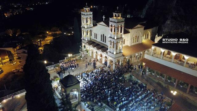 Μεγάλη προσέλευση στον προαύλιο χώρο της Ευαγγελιστρίας Ναυπλίου για τη συναυλία της ΕΡΤ
