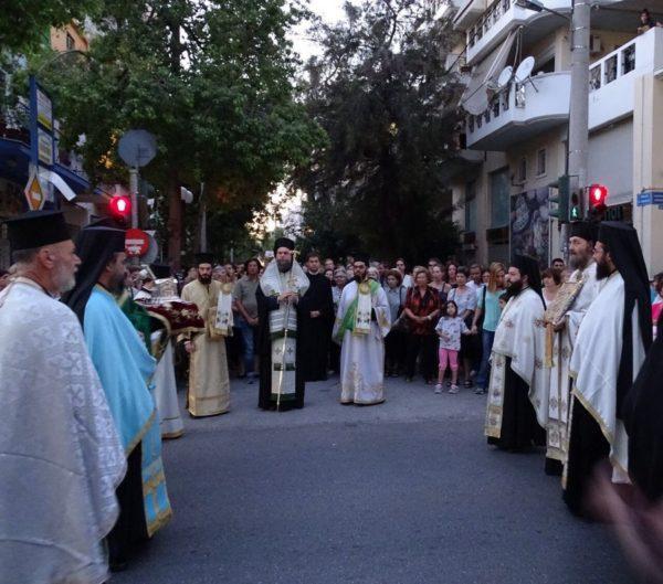 Πλήθος πιστών στην λιτάνευση της Ι. Εικόνος της Αγ. Ευφημίας στη Νέα Χαλκηδόνα