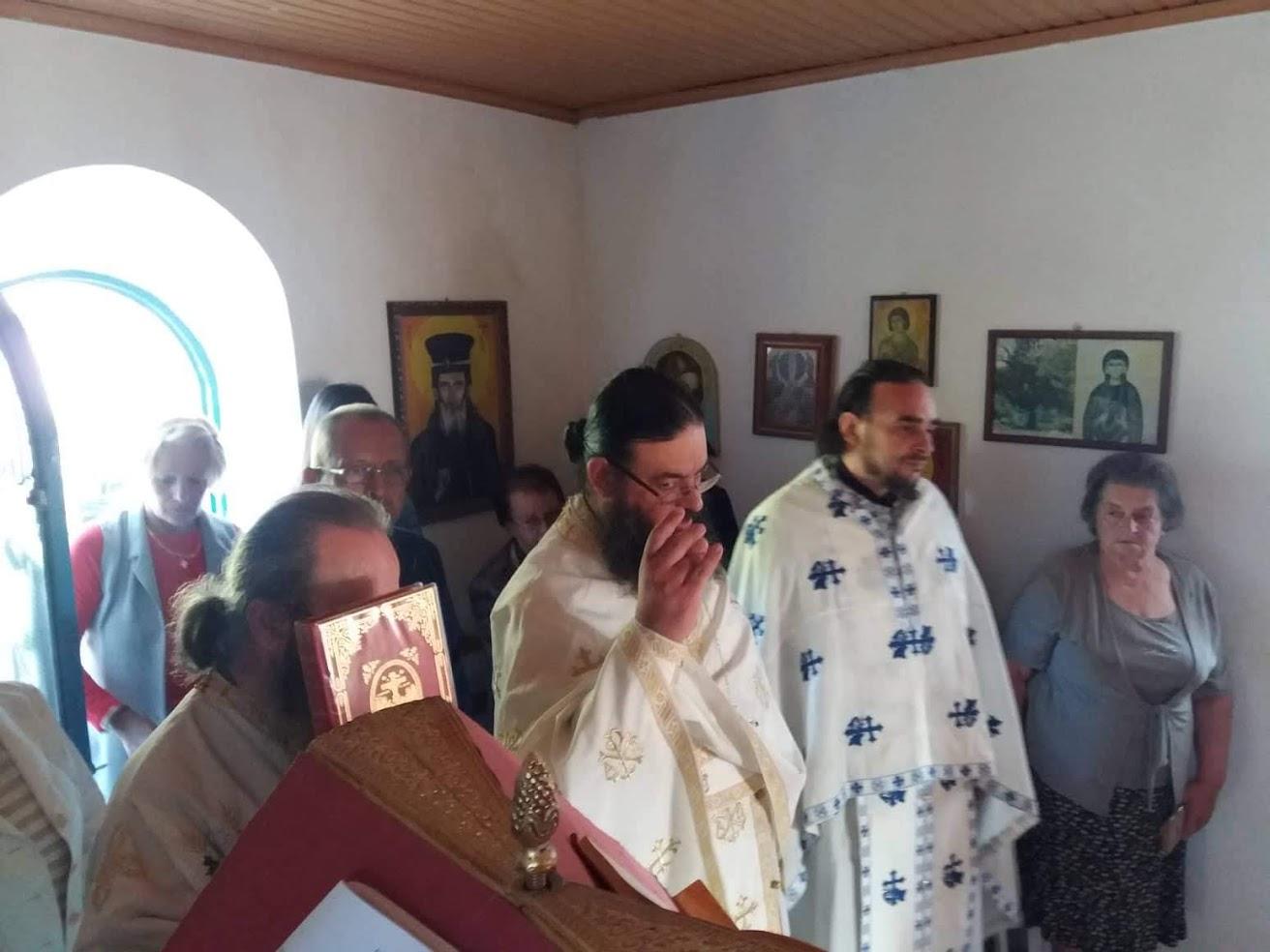 Θεία λειτουργία στο παρεκκλήσιο της Αγίας Τριάδος Ελατοβρύσης «η Παναγούλα»