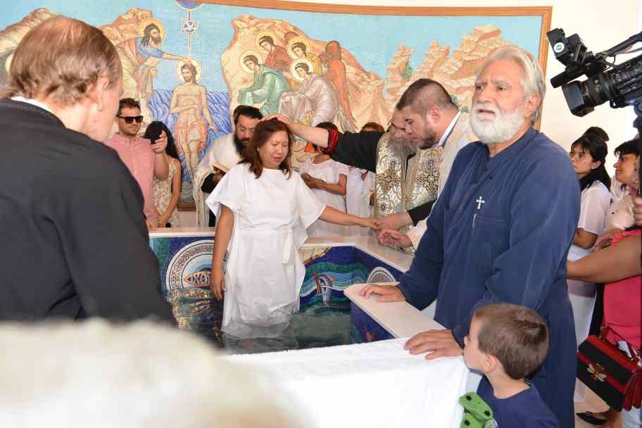 Ομαδική βάπτιση 12 ενηλίκων γυναικών από τις Φιλιππίνες στήν Μητρόπολη Ταμασού