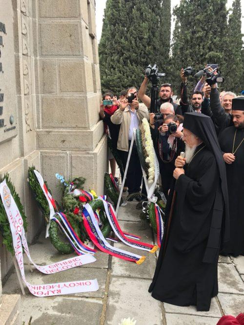 Κατάθεση Στεφάνων από Οικουμενικό Πατριάρχη και Σερβίας Ειρηναίο