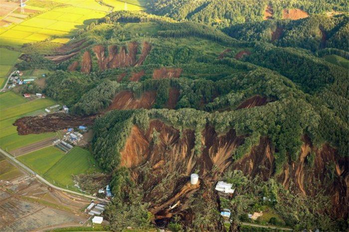 Σεισμός Ιαπωνία: Άνοιξε η γη - Συγκλονιστικές εικόνες