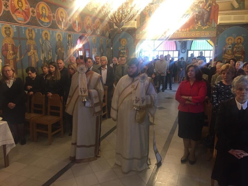 Θεία Λειτουργία στο Κοιμητήριο Κορίνθου από τον Μητροπολίτη Διονύσιο
