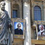 Το Βατικανό αγιοποίησε τον Αρχιεπίσκοπο Ελ Σαλβαδόρ Οσκαρ Ρομέρο και τον Πάπα Παύλο Στ