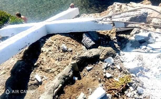 Αίσχος - Κατέστρεψαν το Σταυρό στη Λέσβο - Εξοργιστικές εικόνες