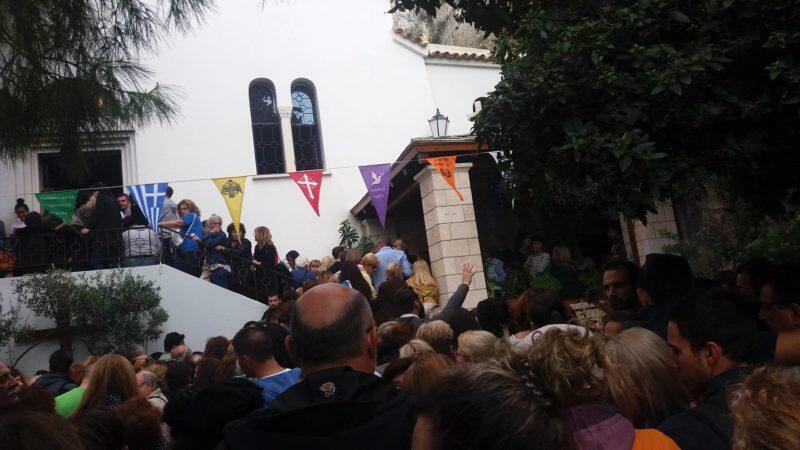 Χιλιάδες στον Λυκαβηττό για την Εορτή του Αγίου Λογγίνου