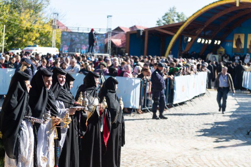 Άγιος Δημήτριος - Ρουμανία ΤΩΡΑ: Χιλιάδες προσκυνούν τα Ιερά Λείψανα