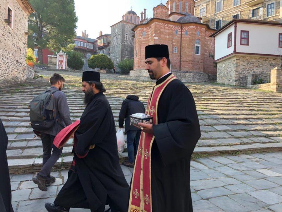 Άγιο Όρος: Στο Βατοπαίδι αποτμήματα Λειψάνων από το Πατριαρχείο Ρουμανίας