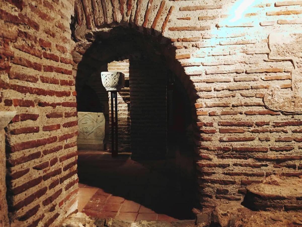 Κρύπτη Αγίου Δημητρίου στοές