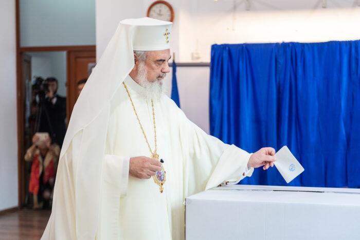 Δημοψήφισμα ΤΩΡΑ: Η Ορθόδοξη Ρουμανία λέει ΟΧΙ στο γάμο ομόφυλων - Θωρακίζει την οικογένεια
