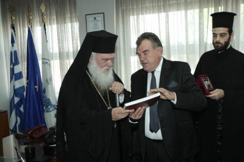 Τον Αρχαιολόγο Πέτρο Θέμελη τίμησε ο Αρχιεπίσκοπος στην Μεσσήνη