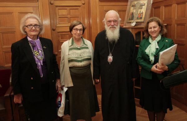 """Εκκλησία Ελλάδος: Μέλη της Εταιρείας Σπαστικών """"Πόρτα Ανοικτή"""" στον Αρχιεπίσκοπο"""