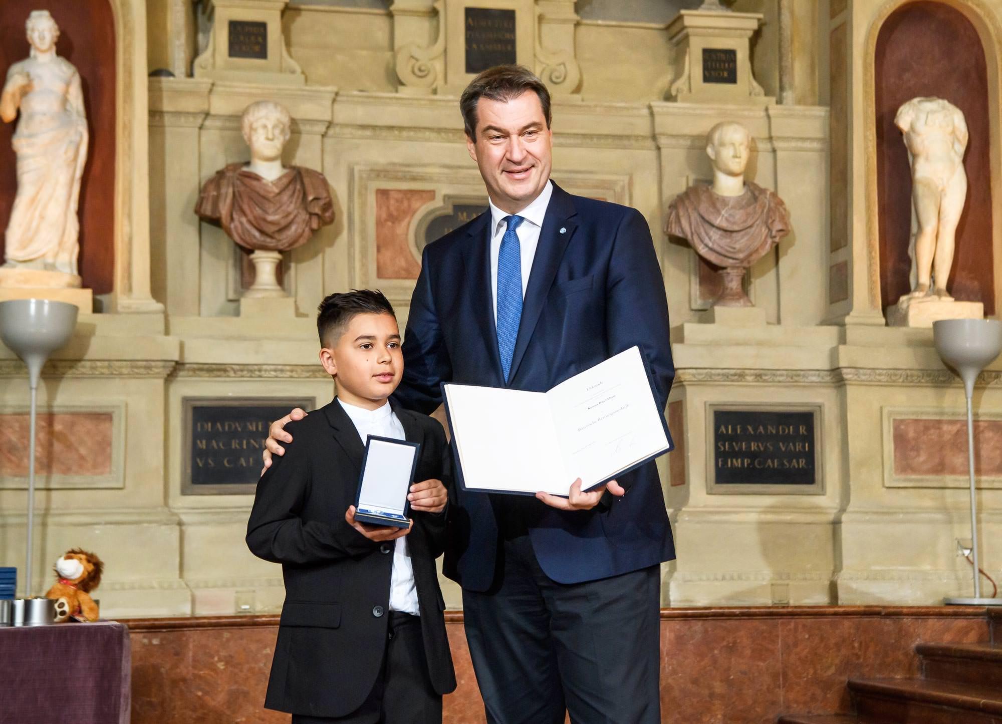 ο βαυαρός πρωθυπουργός κ. Söder και ο μικρός Κενάν