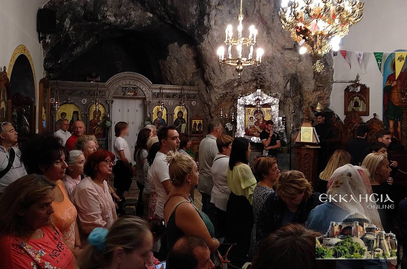 Ιερός Ναός Αγίων Ισιδώρων Λυκαβηττού Τιμίου Σταυρού