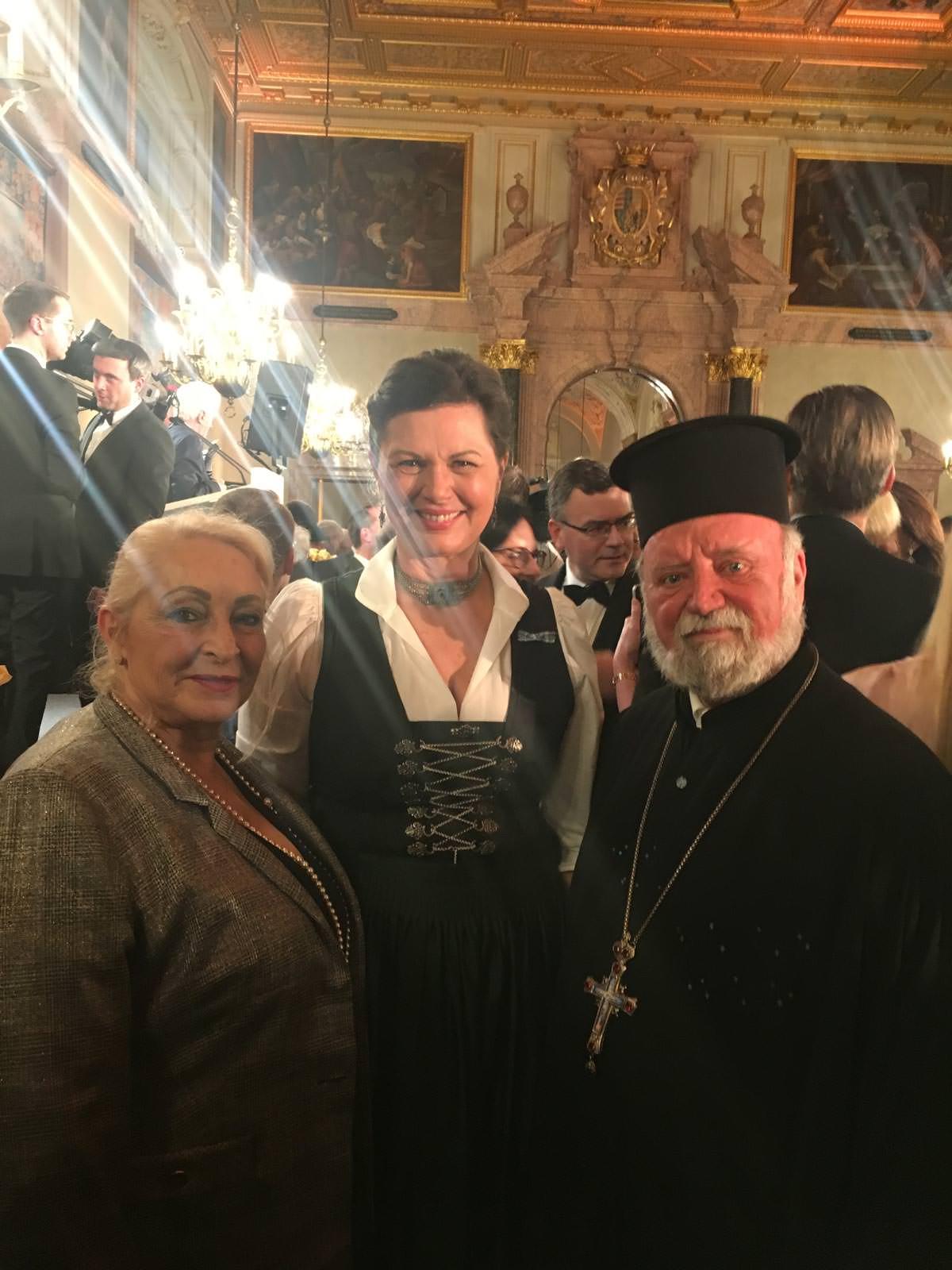Ιατρός κ. Δρ. Αργυρή Παρασύρη-Μπάουερ, Πρόεδρος της Βαυαρικής Βουλής κ. Ilse Aigner και ο Πρωτοπρεσβύτερος Απόστολος Μαλαμούσης