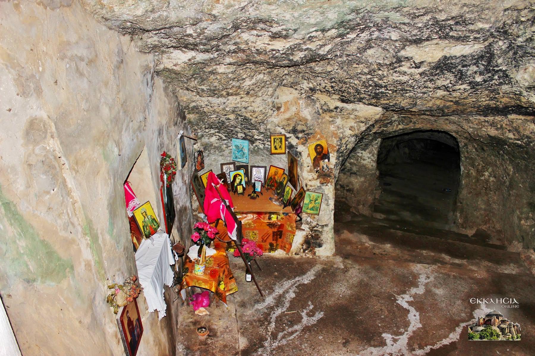 σπήλαιο και τάφος της Αγίας Φωτεινής