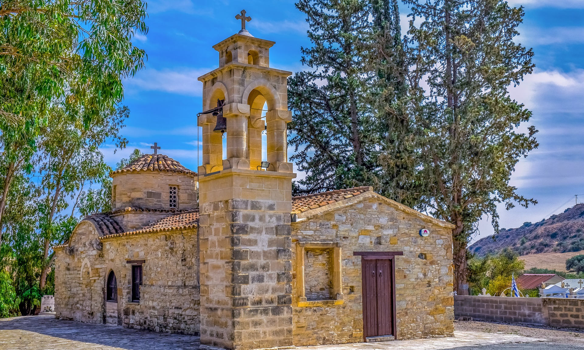 Αποτέλεσμα εικόνας για Κλείνουν οι εκκλησίες και για ατομική προσευχή