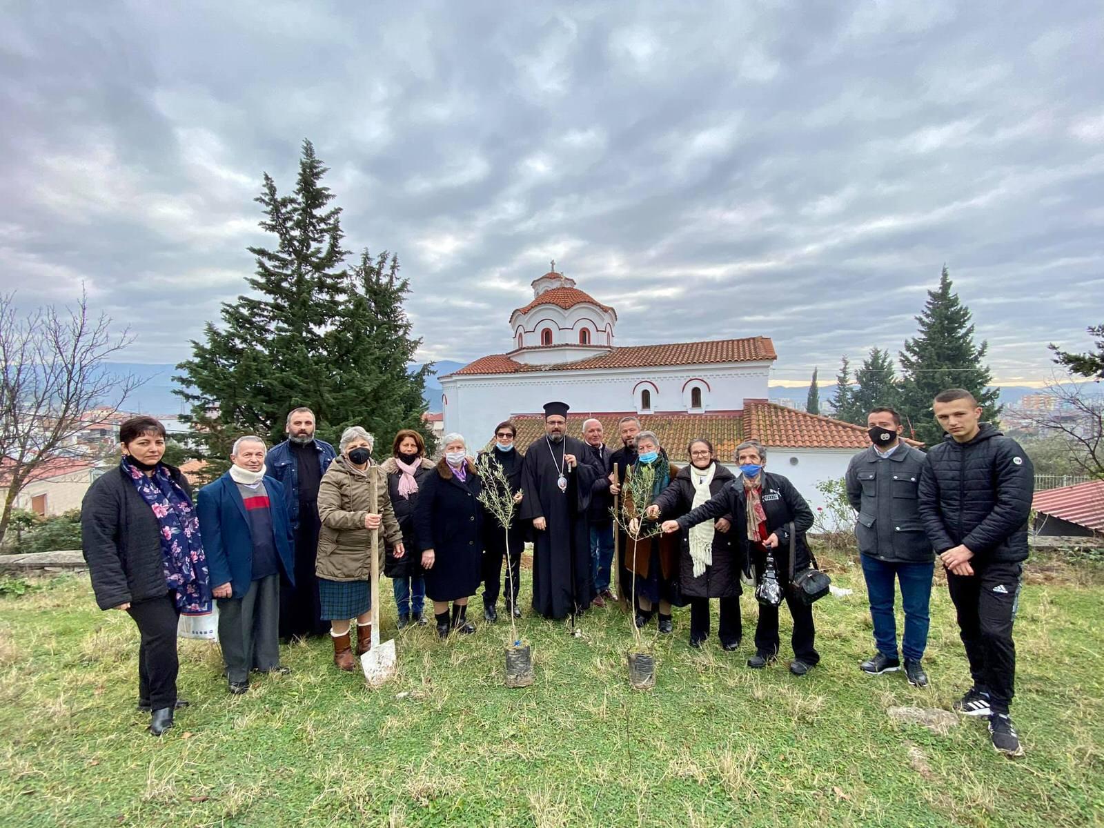 Μητρόπολη Ελμπασάν Δενδροφύτευση Αλβανία Χριστούγεννα 2020