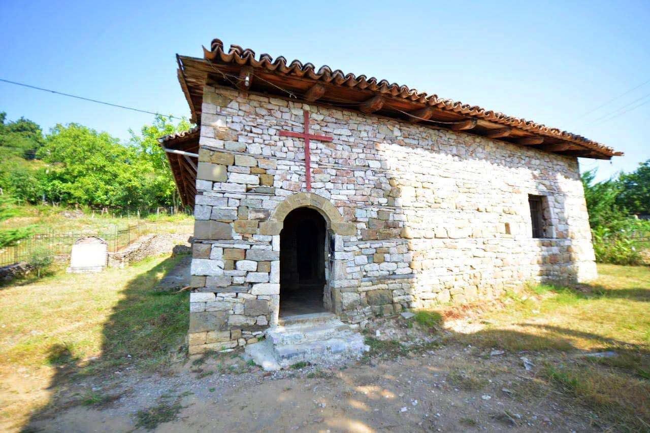 παλαιό ναό του αγίου Νικολάου στο χωριό Σέλτσαν του Ελμπασάν