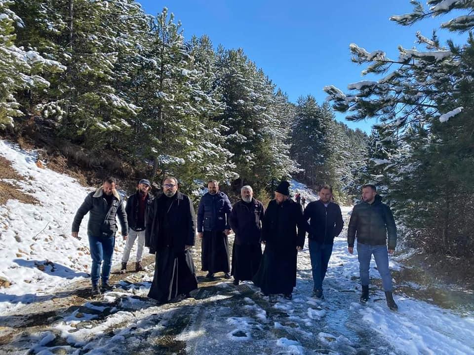 Μητρόπολη Ελμπασάν Προσευχή μέσα στα χιόνια