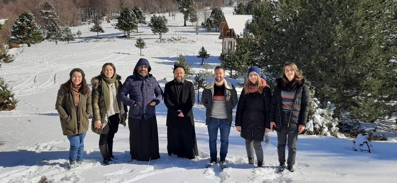 Ελμπασάν Προσευχή μέσα στα χιόνια