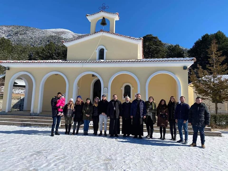 Αλβανία Προσευχή μέσα στα χιόνια