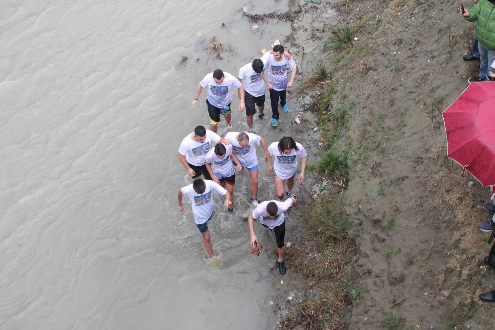 Θεοφάνεια 2021 Κατάδυση του Τιμίου Σταυρού στο Μπεράτι Αλβανίας