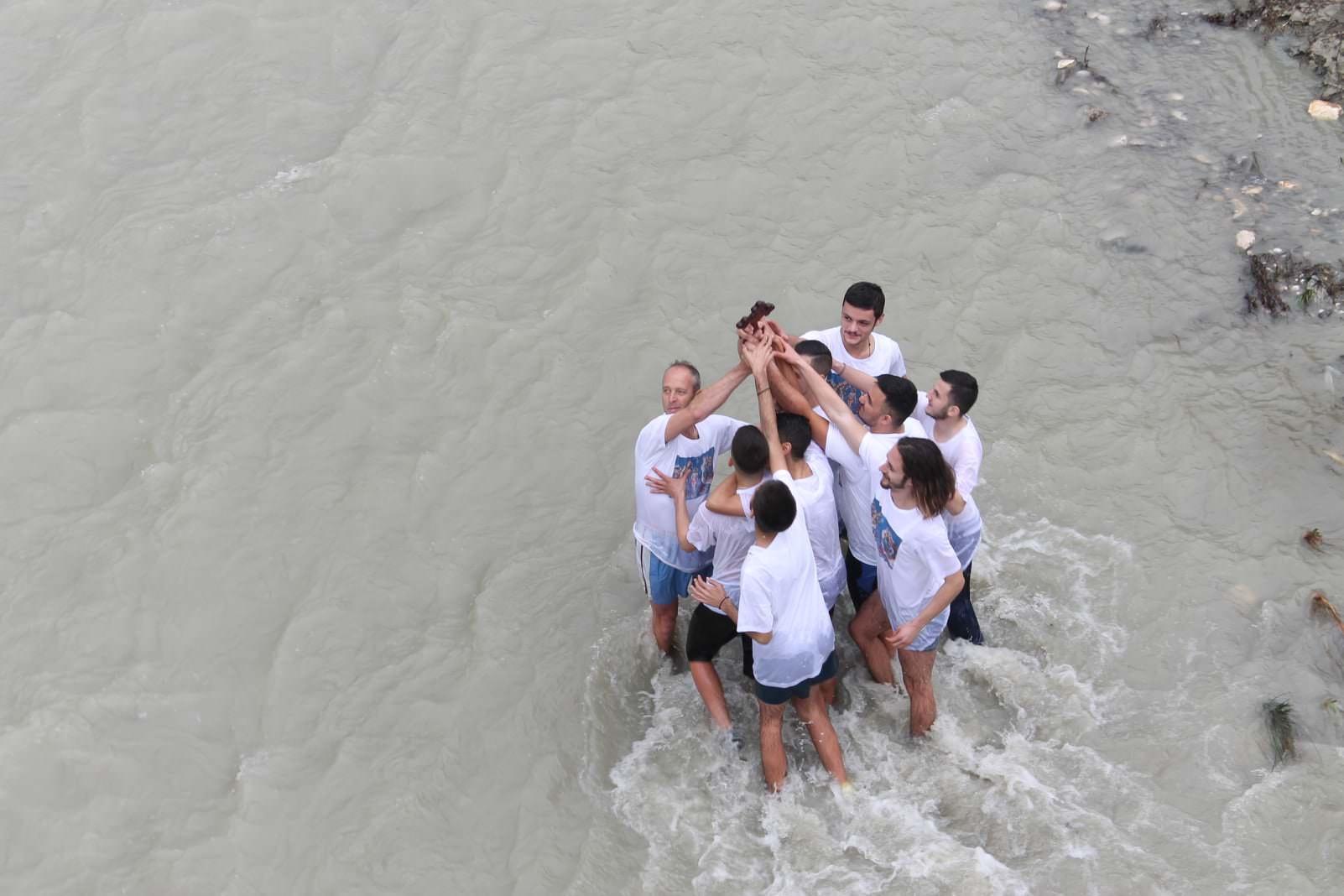 Θεοφάνεια 2021 Κατάδυση του Τιμίου Σταυρού στο Μπεράτι