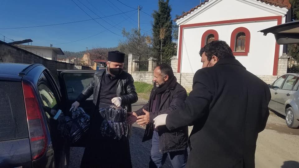 Τρόφιμα και ρούχα μοιράστηκαν στους κατοίκους απομακρυσμένου χωριού της Αλβανίας από την Ορθόδοξη Εκκλησία
