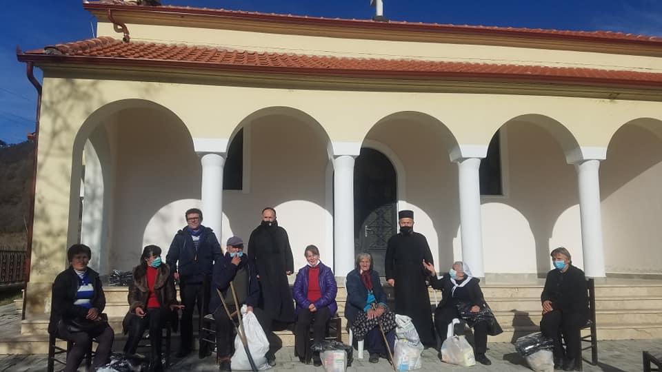 Τρόφιμα και ρούχα στους κατοίκους απομακρυσμένου χωριού της Αλβανίας από την Εκκλησία