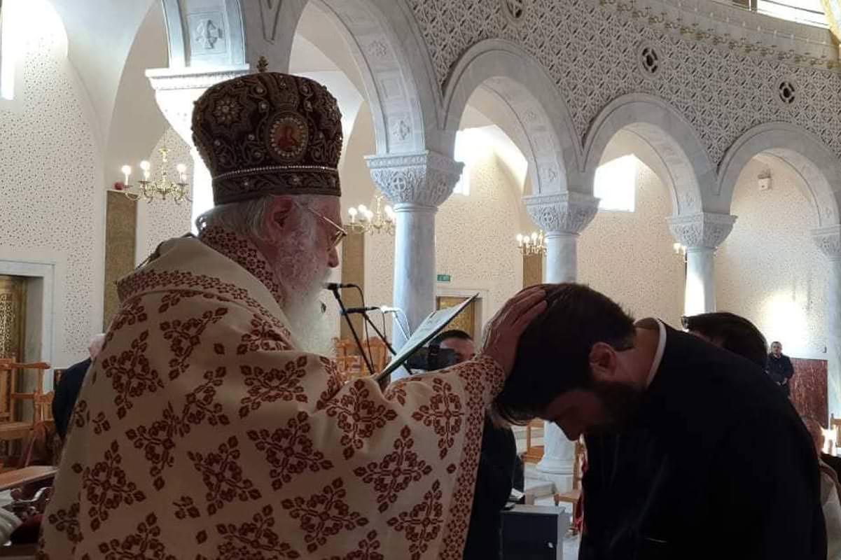 Αρχιεπίσκοπος Αλβανίας Αναστάσιος το χειροτονία διάκονο Εμμανουήλ Σάλλο