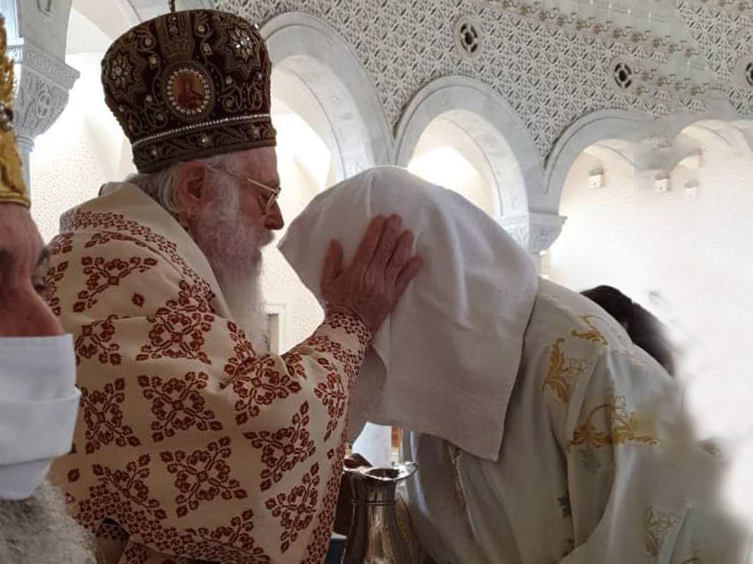 Αρχιεπίσκοπος Αλβανίας Αναστάσιος το νέο διάκονο Εμμανουήλ Σάλλο