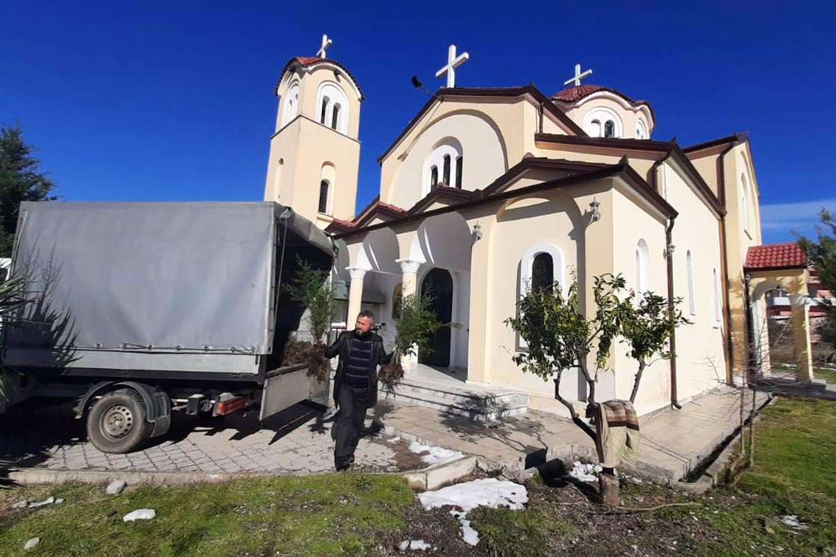 Παιδιά και νέοι φύτεψαν δένδρα σε δέκα εκκλησίες της Αλβανίας