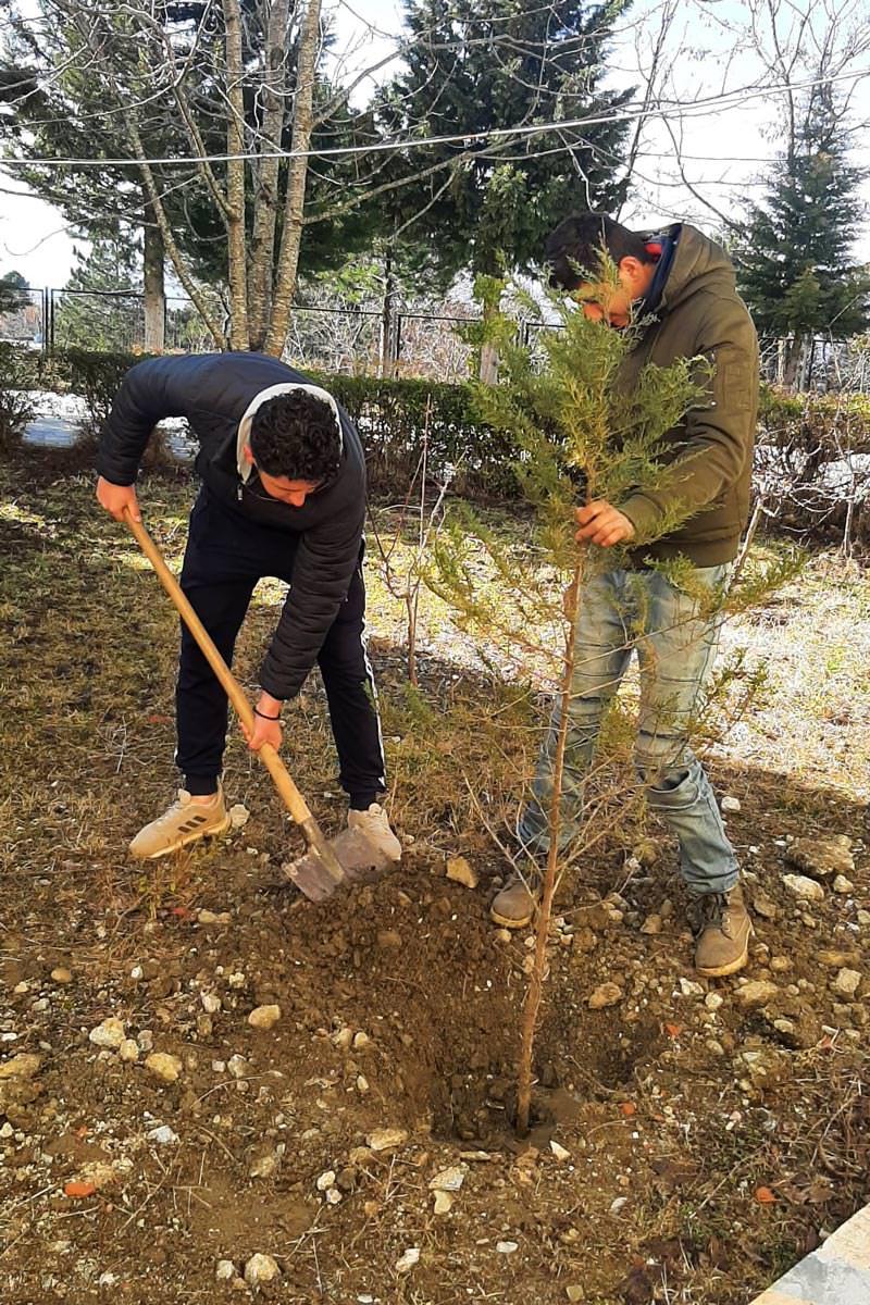 Παιδιά και νέοι φύτεψαν δένδρα σε δέκα ναούς της Αλβανίας