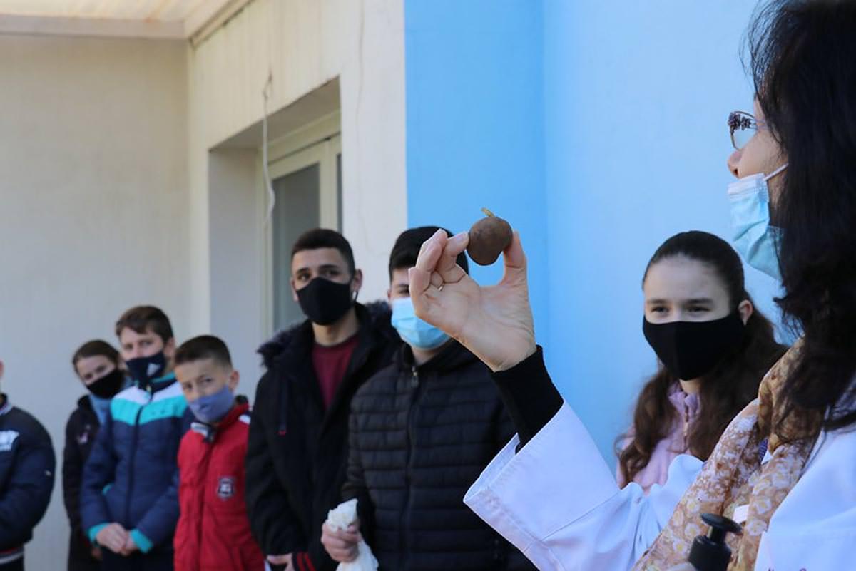 Μαθητές Ιεράς Μητρόπολης Αργυροκάστρου φύτεψαν λαχανικά