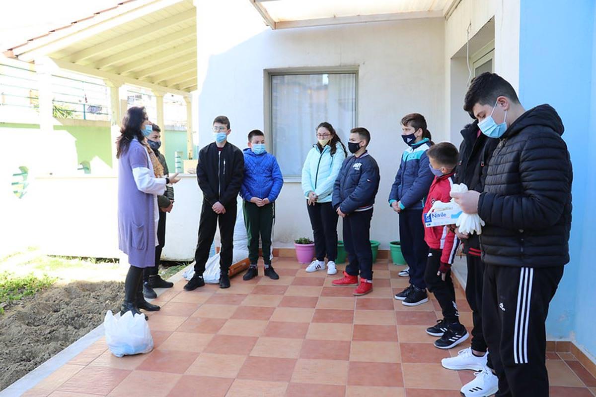 Μαθητές Ιεράς Μητροπόλεως Αργυροκάστρου φύτεψαν λαχανικά