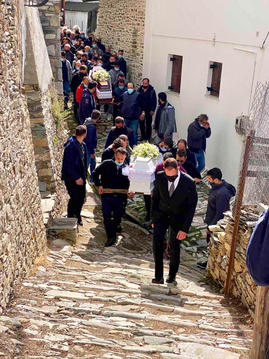 Κηδεία των δύο αδικοχαμένων αδελφών από την Μακρινίτσα