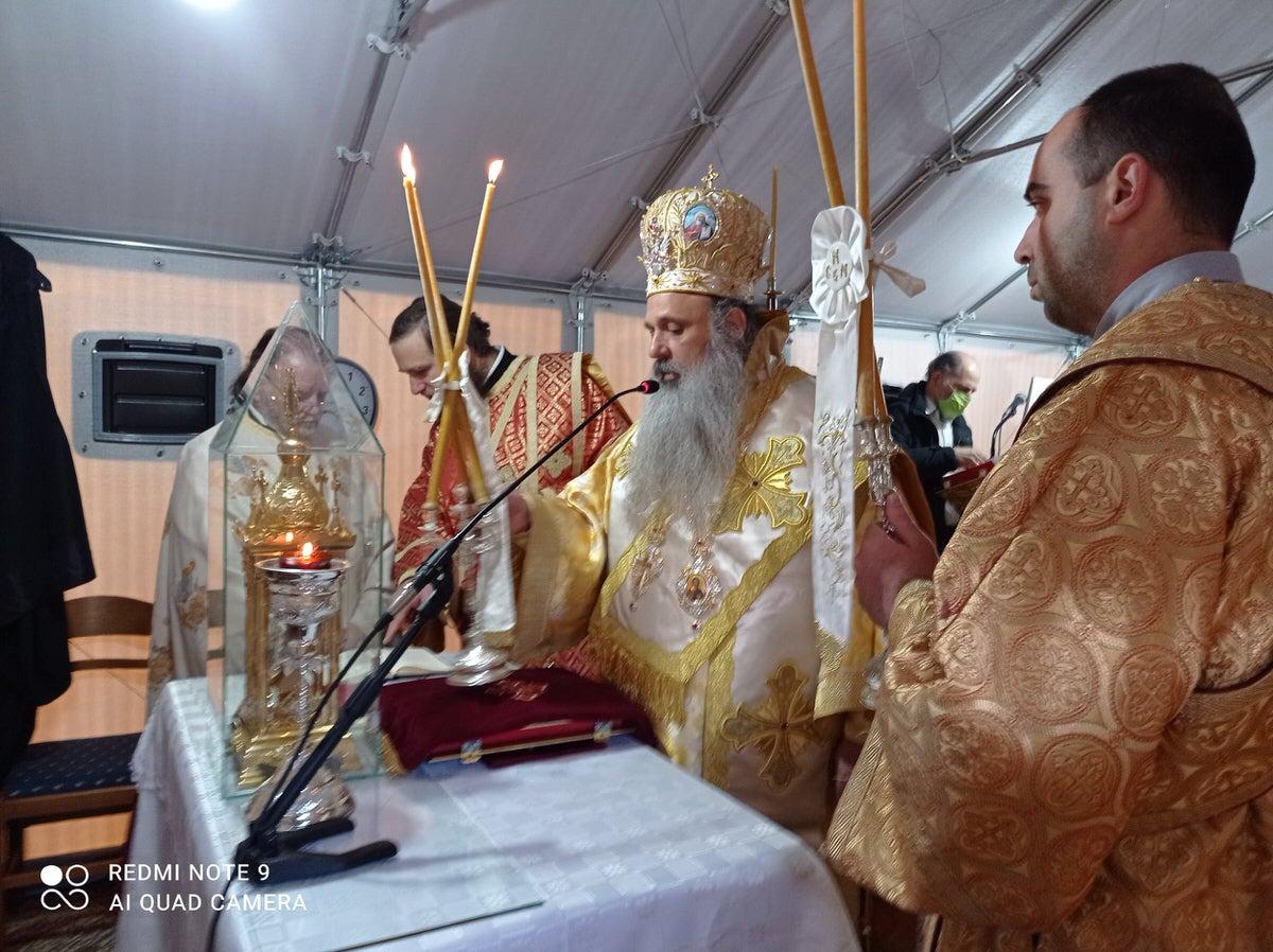 αυτοσχέδια εκκλησία του Λογγά Καλαμπάκας λειτούργησε ο Μητροπολίτης κ. Θεόκλητος