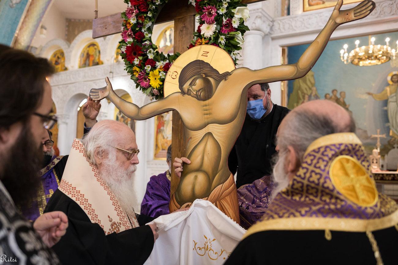 Πλήθος πιστών Αποκαθήλωση και ο Επιτάφιος Εκκλησία Αλβανίας