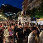 Πλήθος πιστών Αποκαθήλωση και ο Επιτάφιος Αλβανία