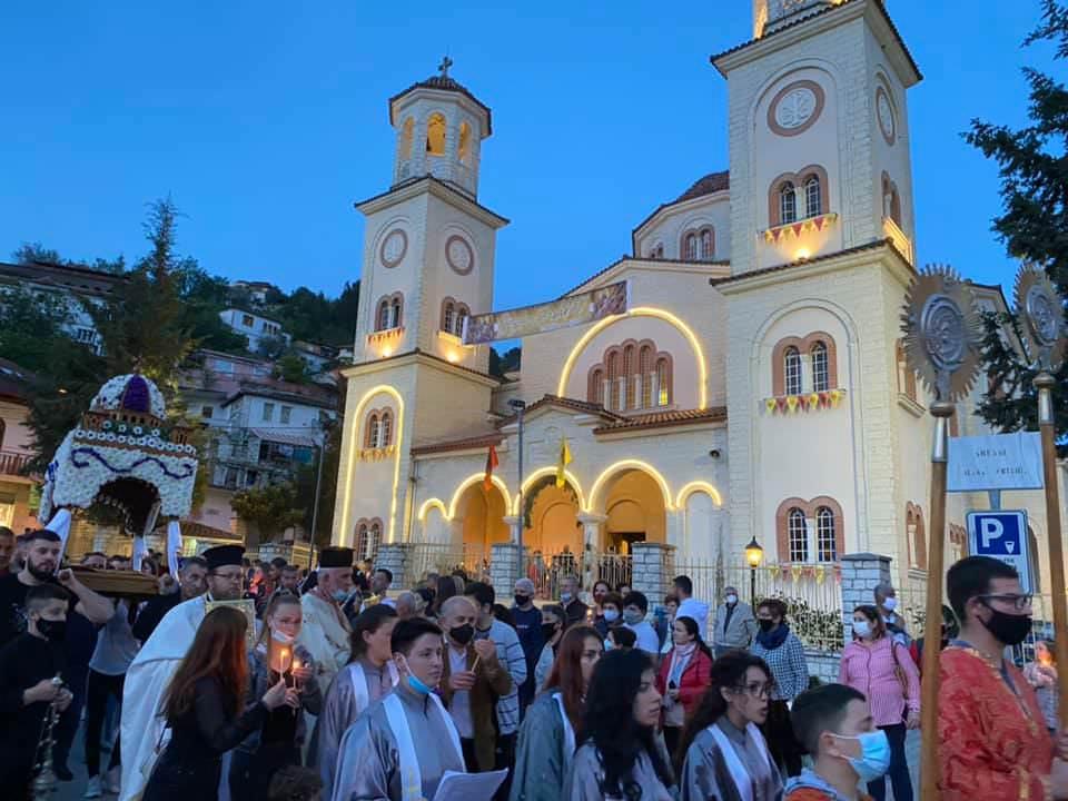 Πλήθος πιστών Επιτάφιος Εκκλησία Αλβανίας 2021