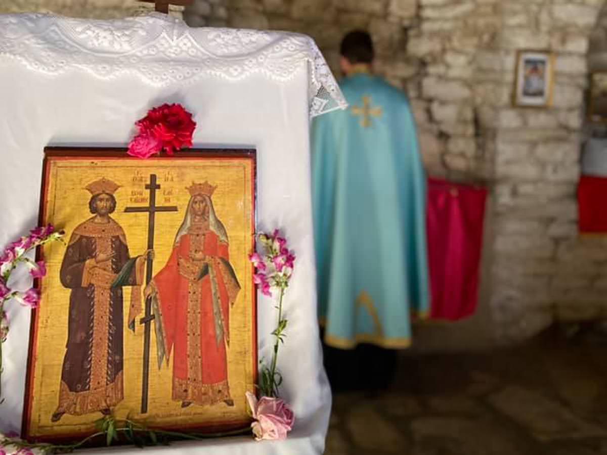 Εορτή Κωνσταντίνου και Ελένης σε παλαιό ναό στο κάστρο Μπερατίου
