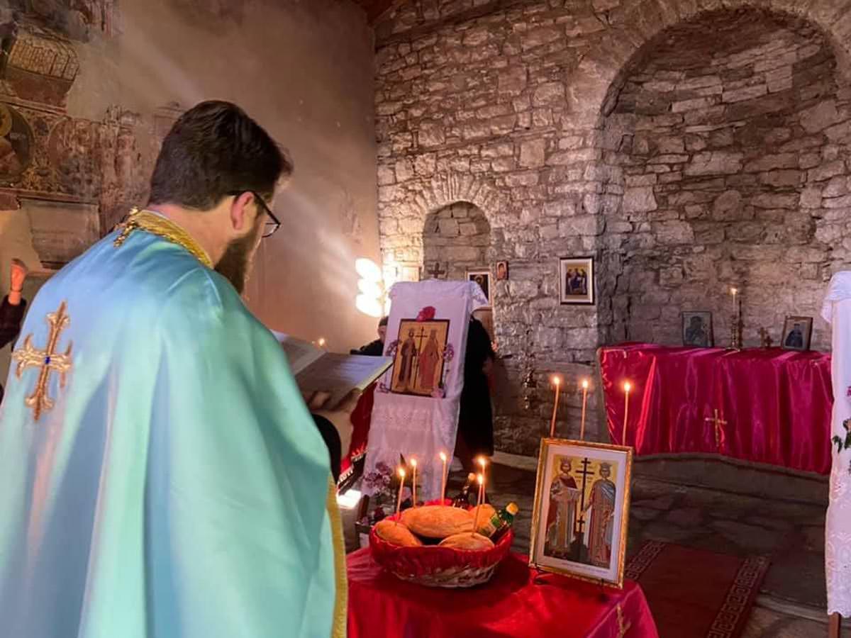 Εορτή Κωνσταντίνου και Ελένης σε παλαιό ναό στο κάστρο Μπερατίου 2021