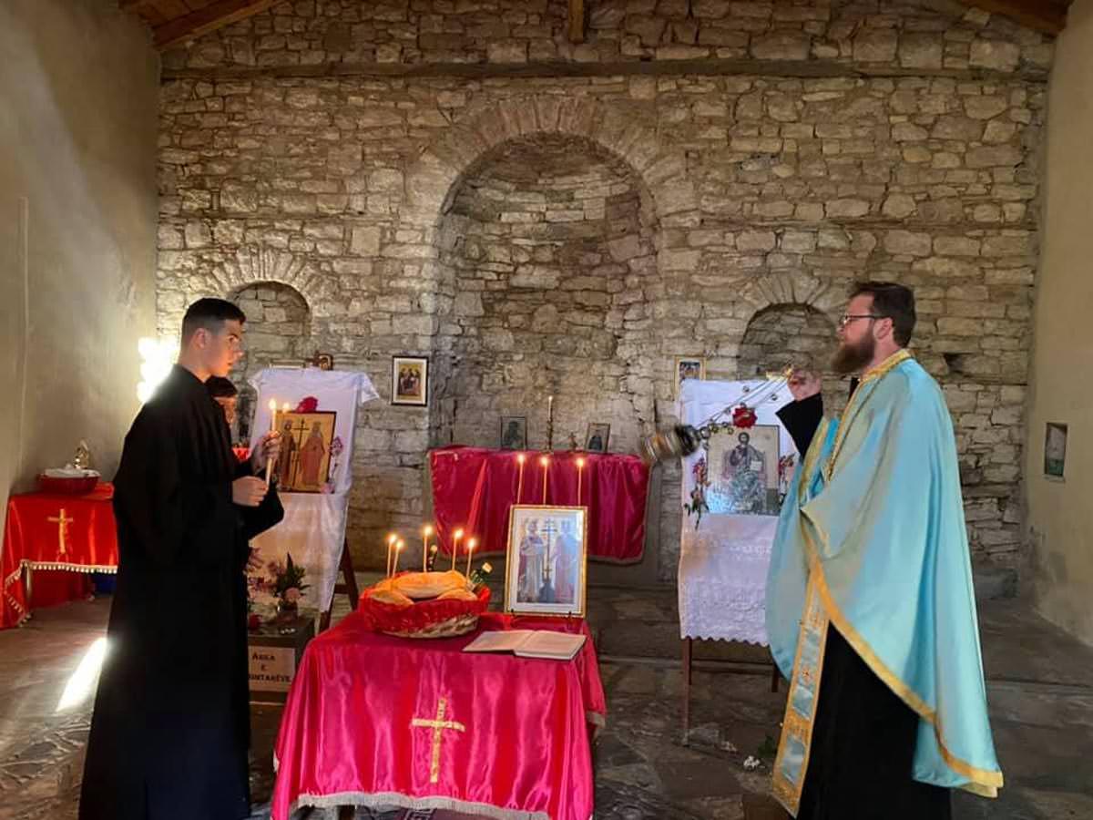 Εορτή Κωνσταντίνου και Ελένης σε παλαιό ναό Αλβανίας 2021