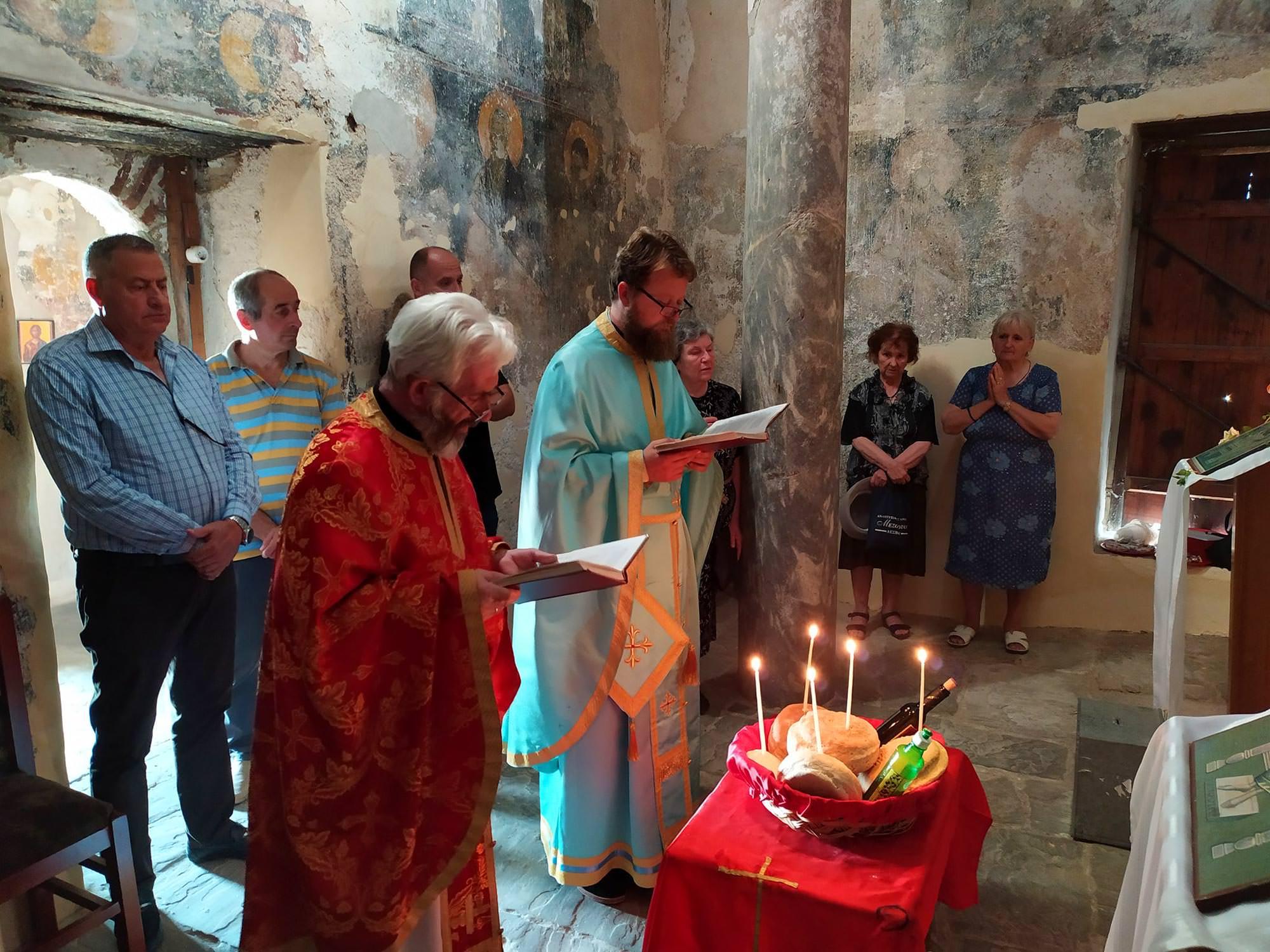 ιστορικός ναός της Αγίας Τριάδος στο Κάστρο Μπερατίου