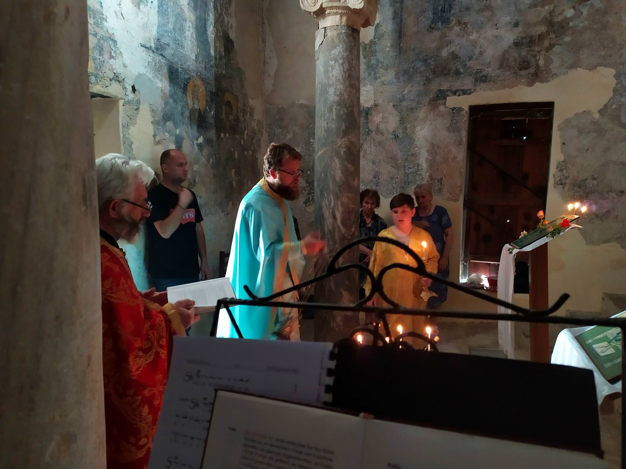 Εορτή στον ιστορικό ναό της Αγίας Τριάδος στο Κάστρο Μπερατίου