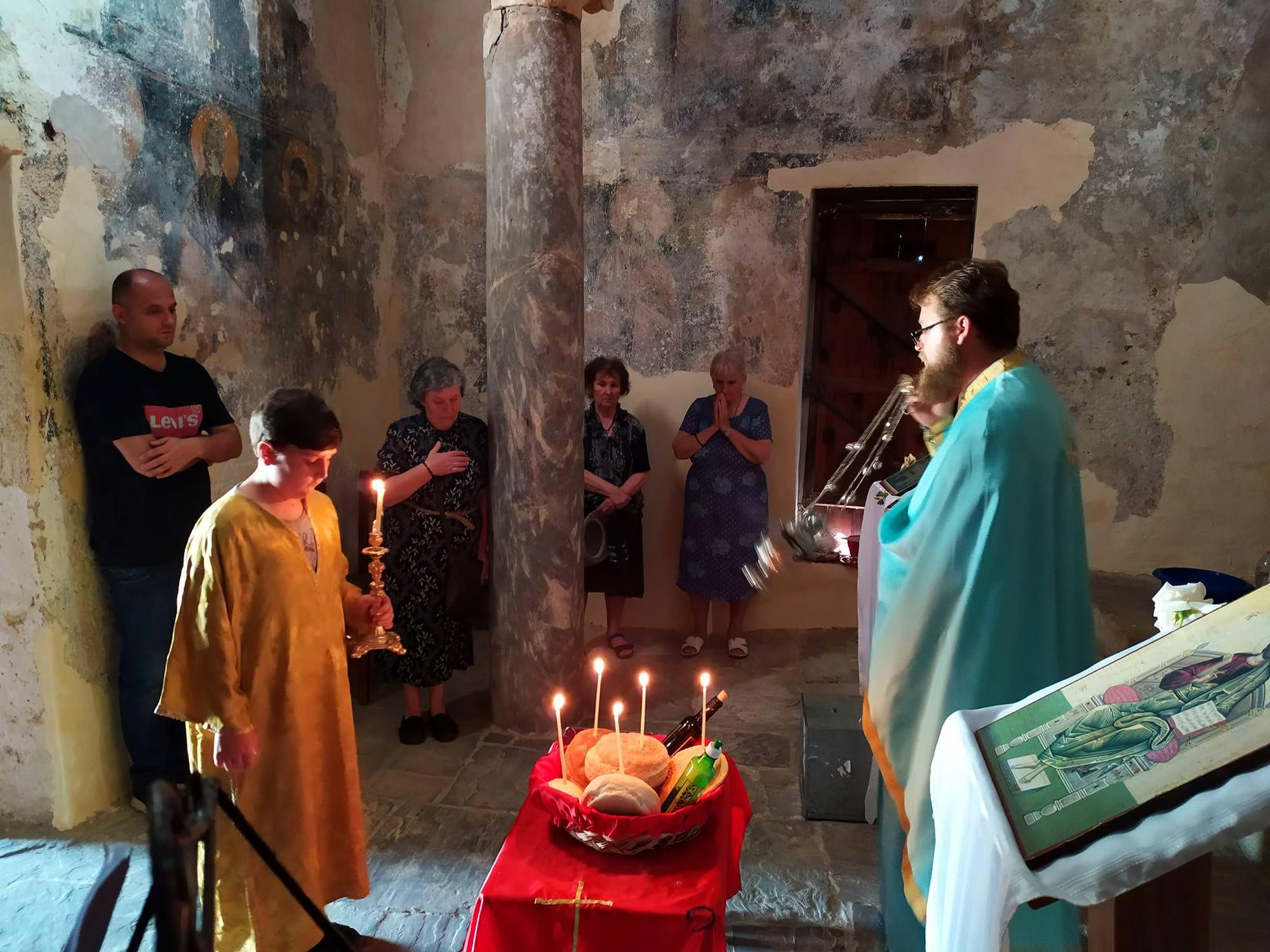 Εορτή ιστορικός ναός της Αγίας Τριάδος στο Κάστρο Μπερατίου