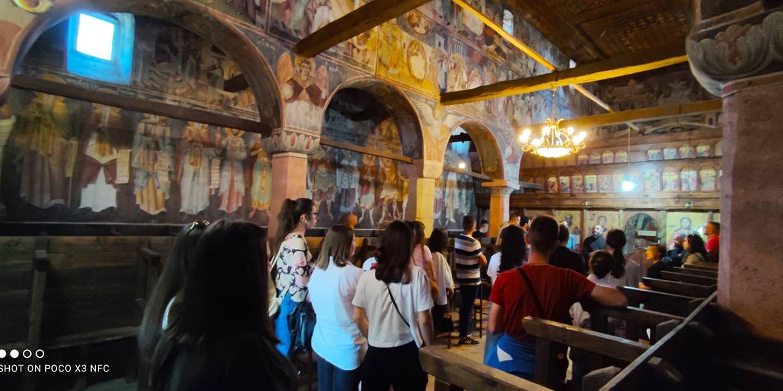 νέοι και οι νέες στην Εκκλησία της Αλβανίας